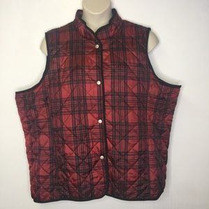 Jane Ashley Woman red and black plaid vest
